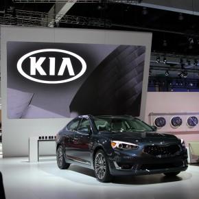digiLED HRi screen drives interest on the Kia stand at LA Autoshow