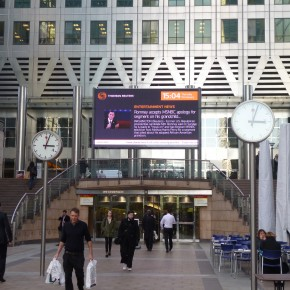 LED Screen keeps Canary Wharf up to date